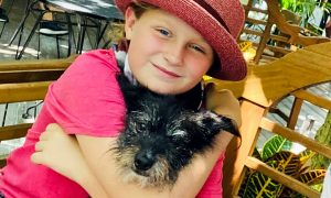 Middle Schooler Raises Money for Local Animal Shelter By Letting People Pet Her Dog